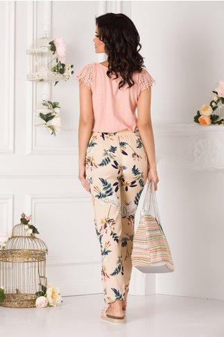 Pantaloni Denny vaporosi bej cu imprimeu floral