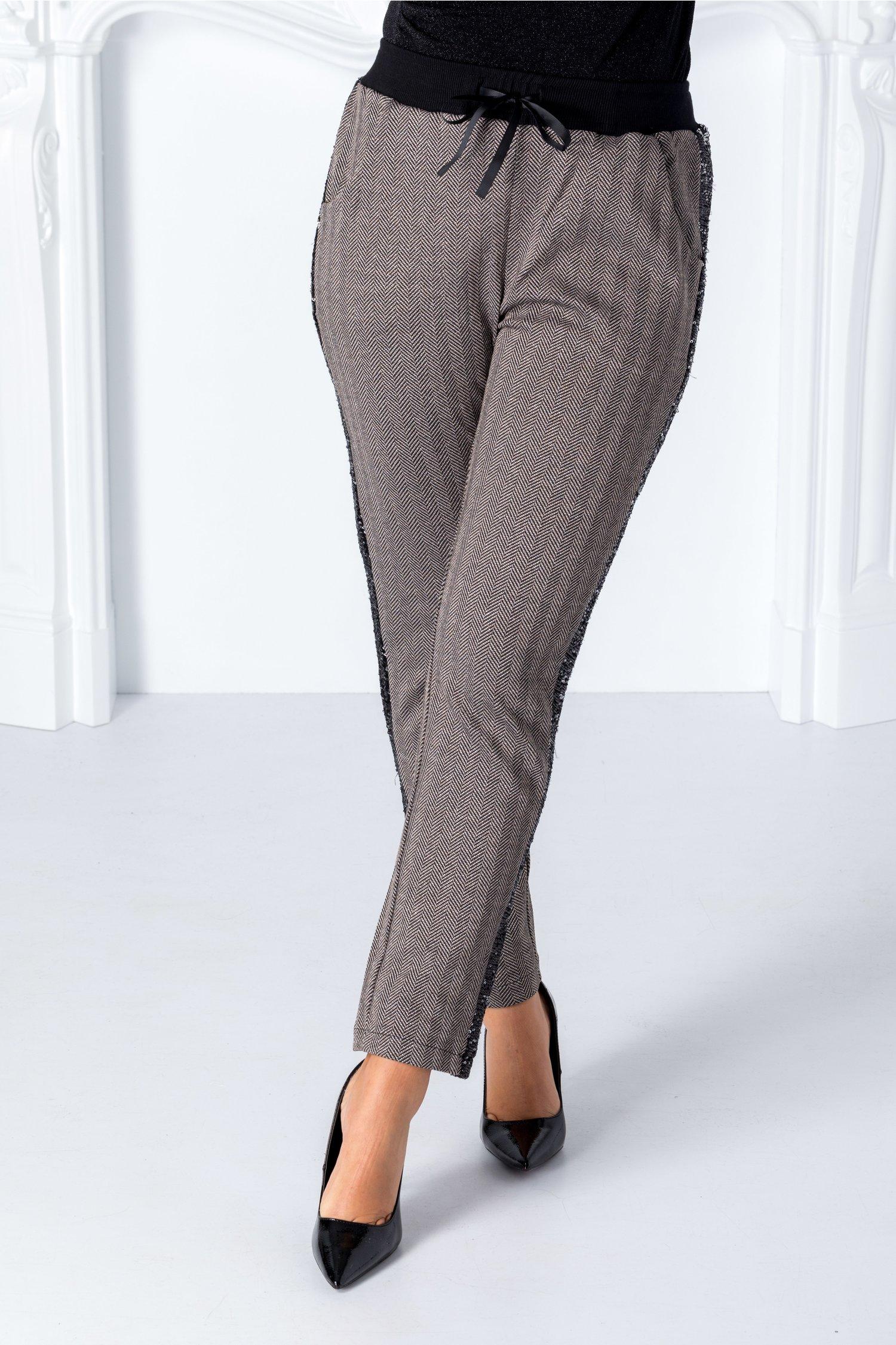 Pantaloni Dya bej cu detalii negre si paiete