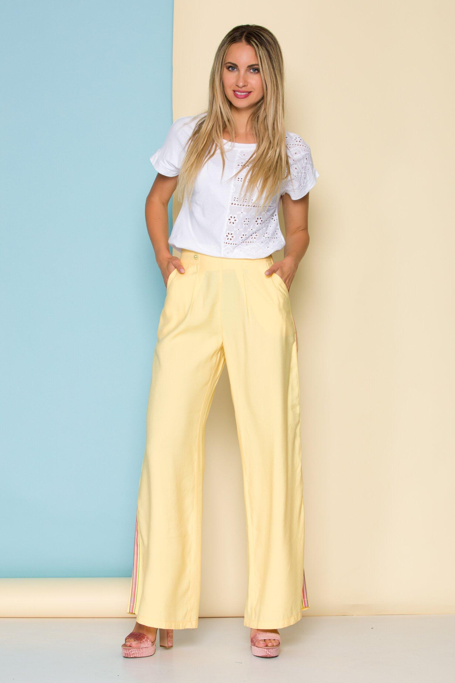 Pantaloni galbeni cu lampas multicolor evazati