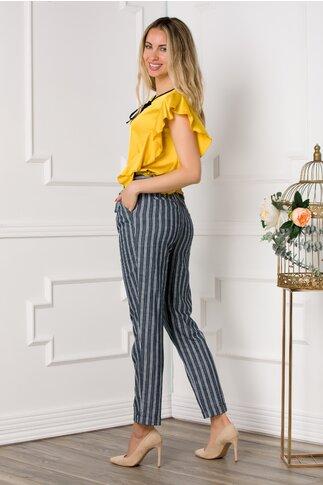 Pantaloni gri cu imprimeu in dungi si cordon in talie