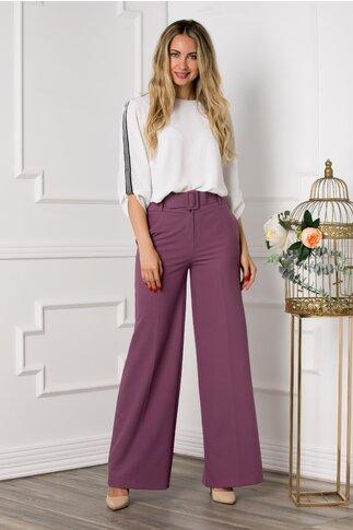 Pantaloni mov evazati accesorizati cu o curea in talie