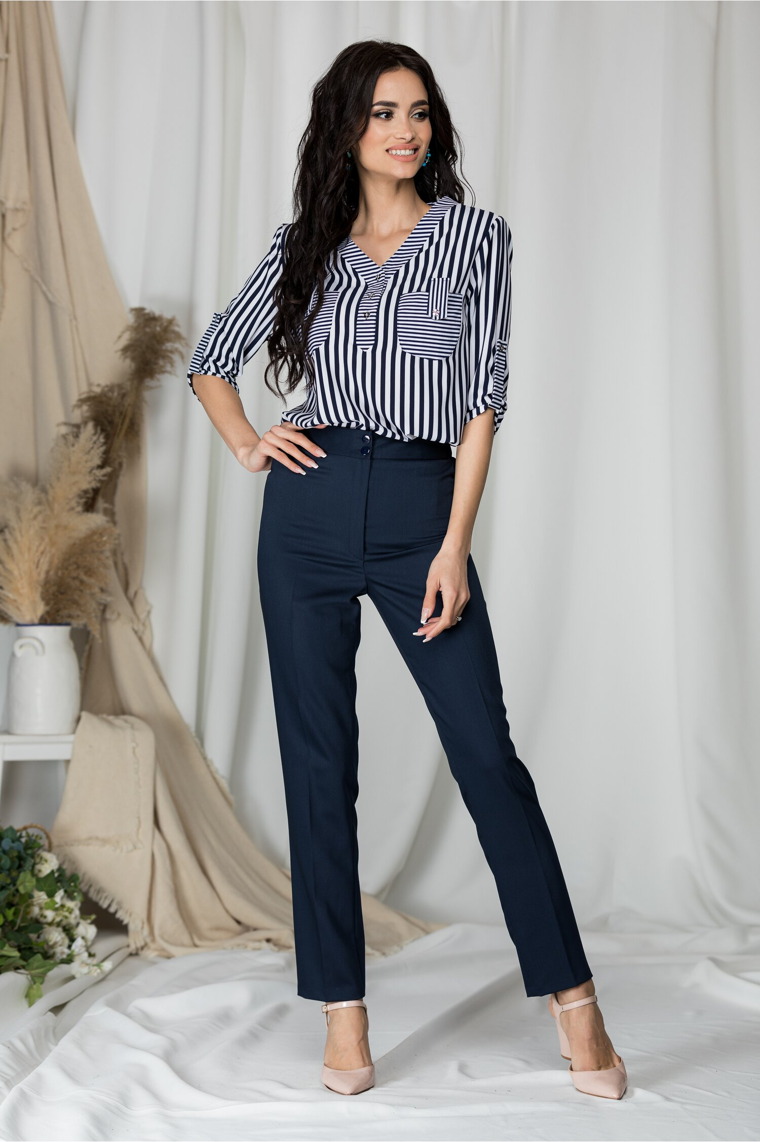 Pantaloni office Celia bleumarin usor satinati