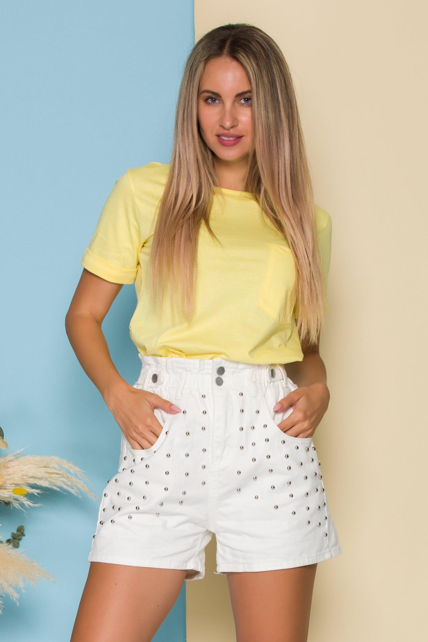 Pantaloni scurti din denim albi cu aplicatii metalice