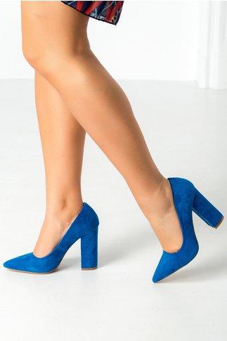 Pantofi albastri cu tocul gros si varful ascutit