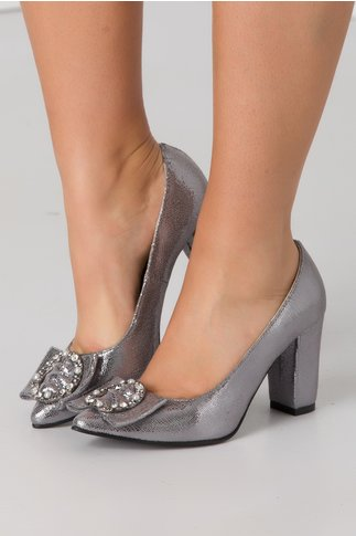 Pantofi argintii cu aplicatie metalica in partea din fata