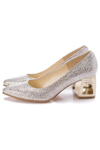 Pantofi argintii cu design deosebit