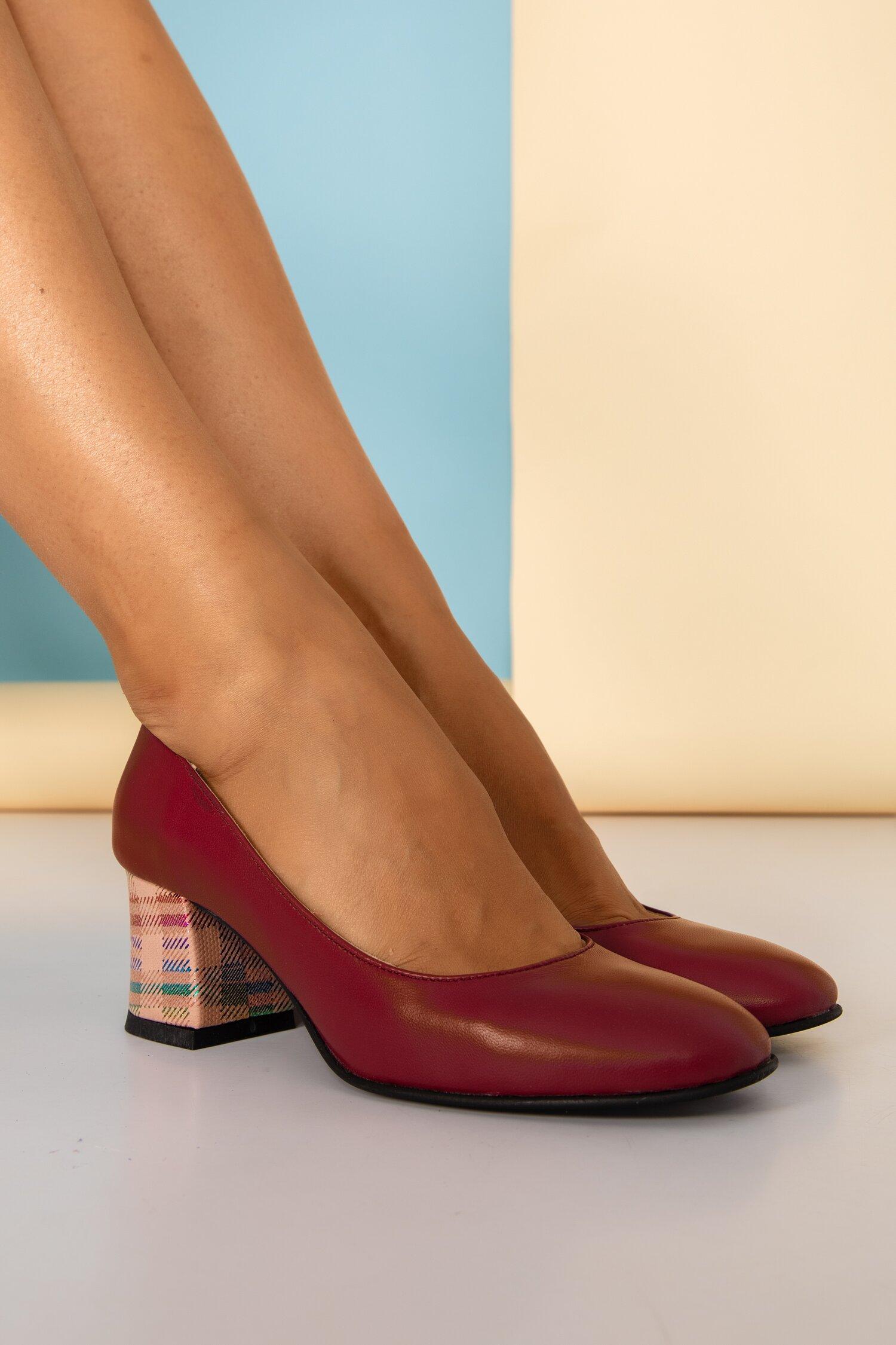 Pantofi Aron visinii office cu detalii stralucitoare pe toc
