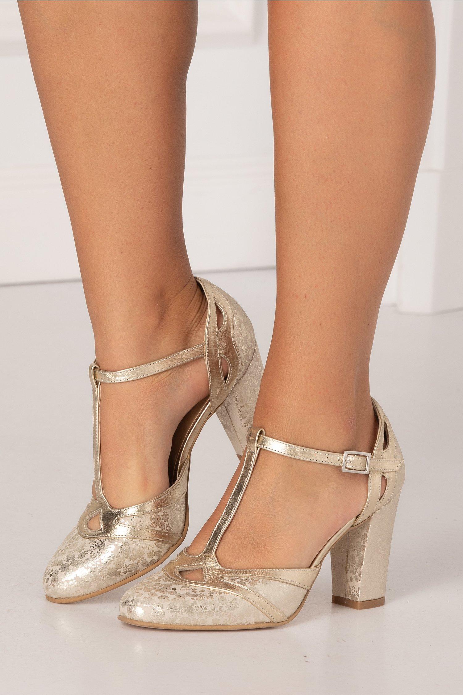 Pantofi aurii cu imprimeu floral cu reflexii metalice