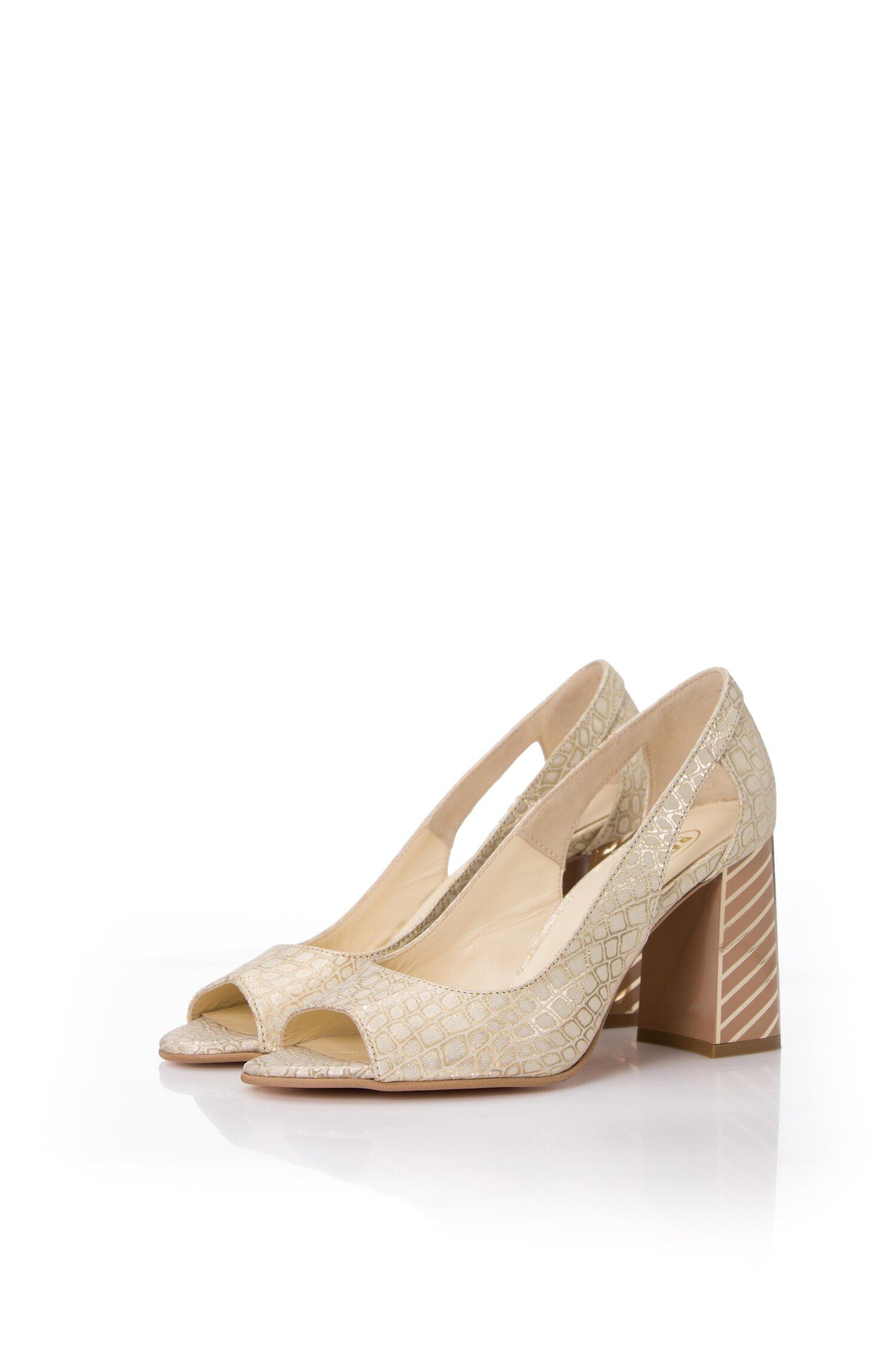 Pantofi aurii cu imprimeu reflectorizant si decupaj la varf imagine