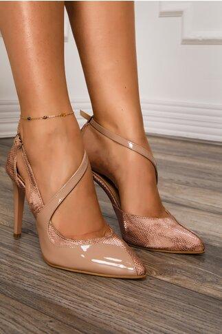 Pantofi bej din piele lacuita cu decupaj deosebit