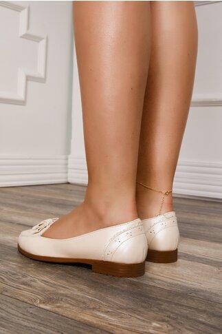 Pantofi bej sidefat cu fundita la varf si design cu perforatii