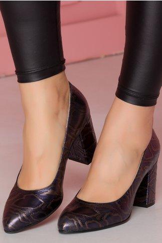 Pantofi bleumarin cu imprimeu reliefat