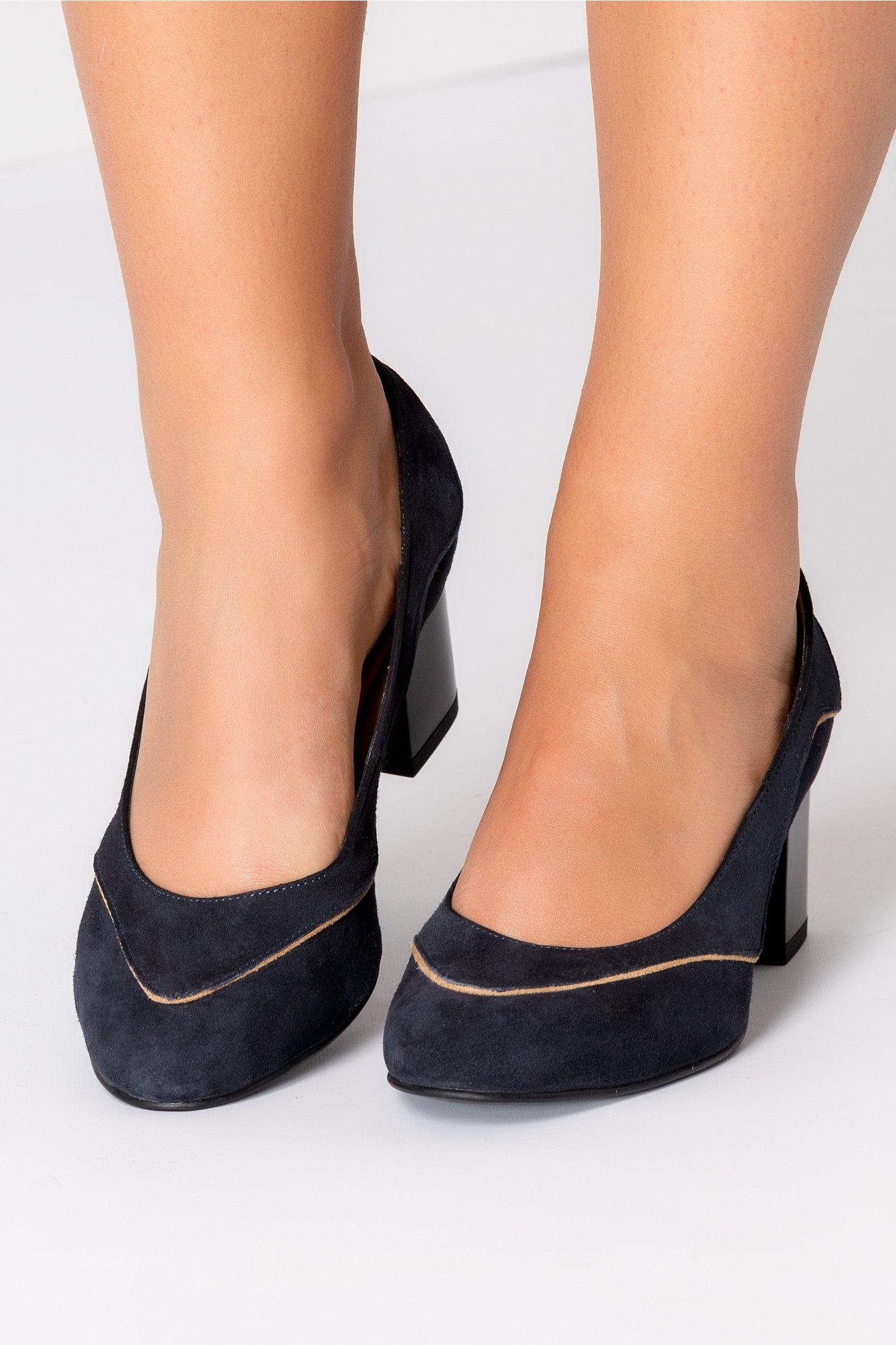 Pantofi bleumarin din piele intoarsa cu detalii crem