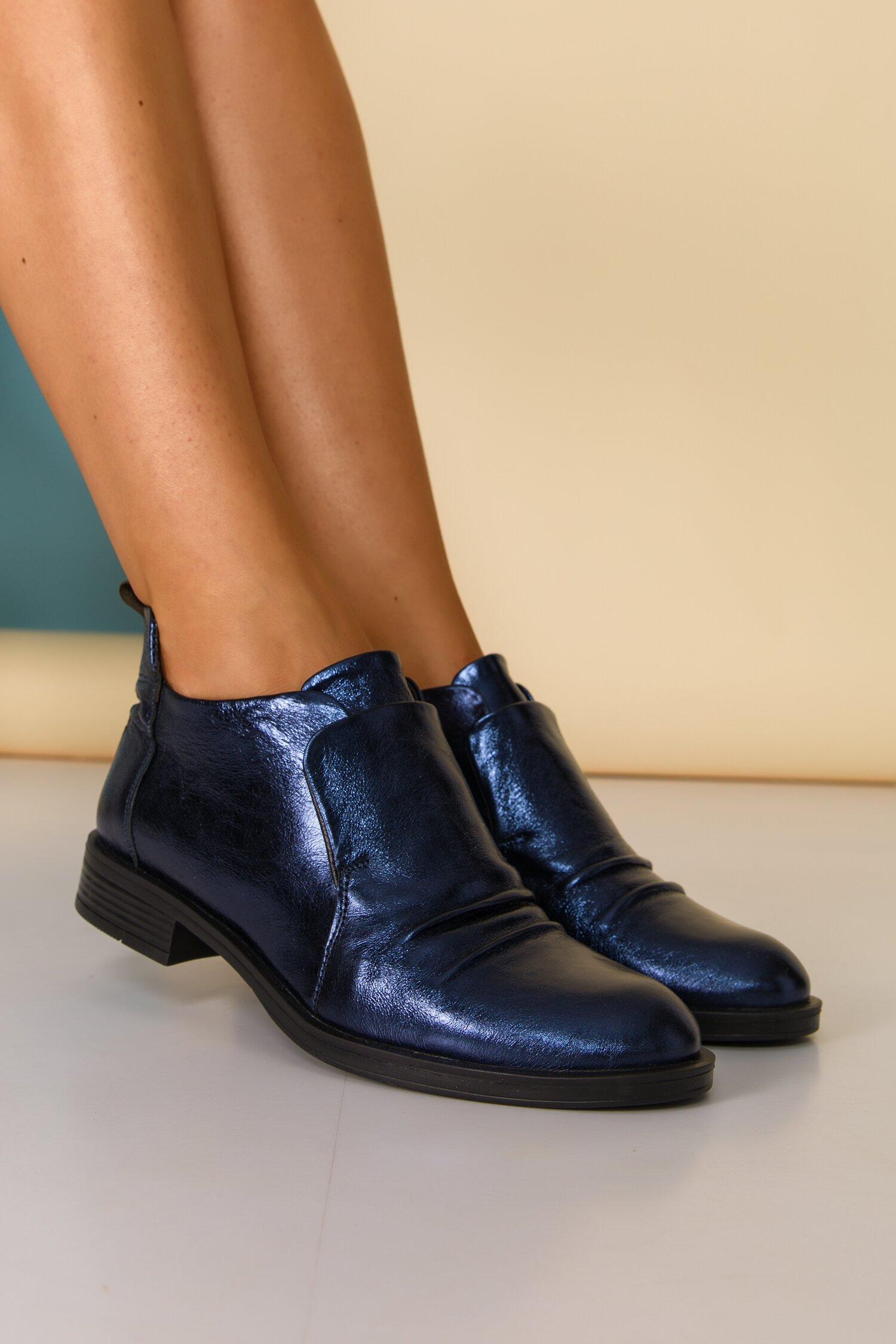 Pantofi bleumarin metalizat cu design deosebit cu limba dubla
