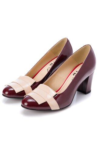 Pantofi bordo cu insertii bej pe varf si pe toc