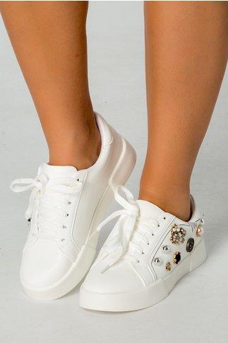 Pantofi casual albi cu aplicatii metalice
