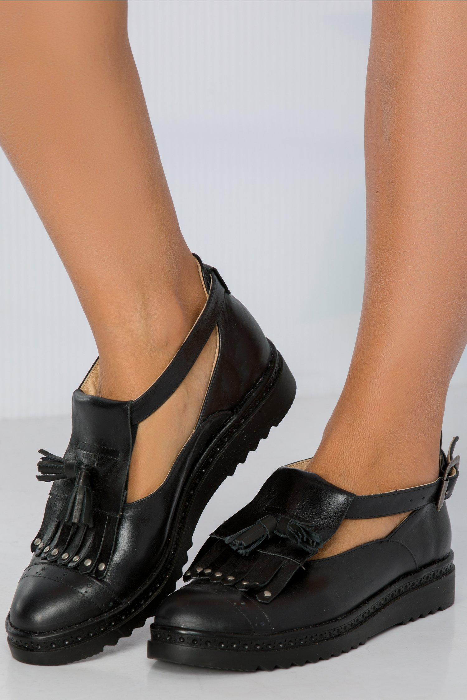 Pantofi Cezara negri cu franjuri
