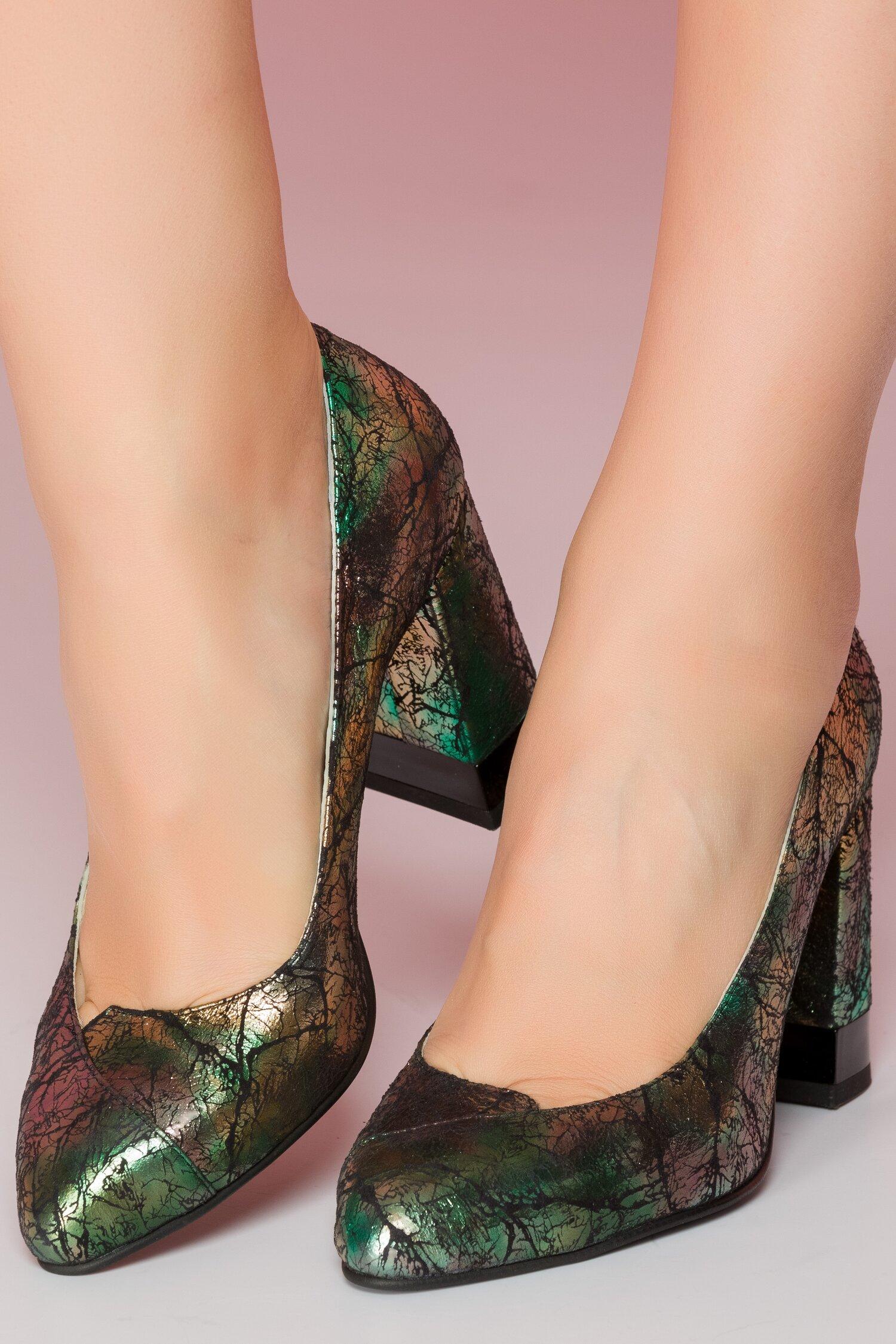 Pantofi cu imprimeu metalizat verde cu toc gros si decupaj in fata imagine