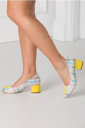 Pantofi cu imprimeu multicolor si aplicatii galbene