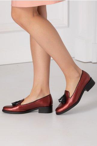 Pantofi cu talpa joasa bordo metalizat si ciucurei in fata