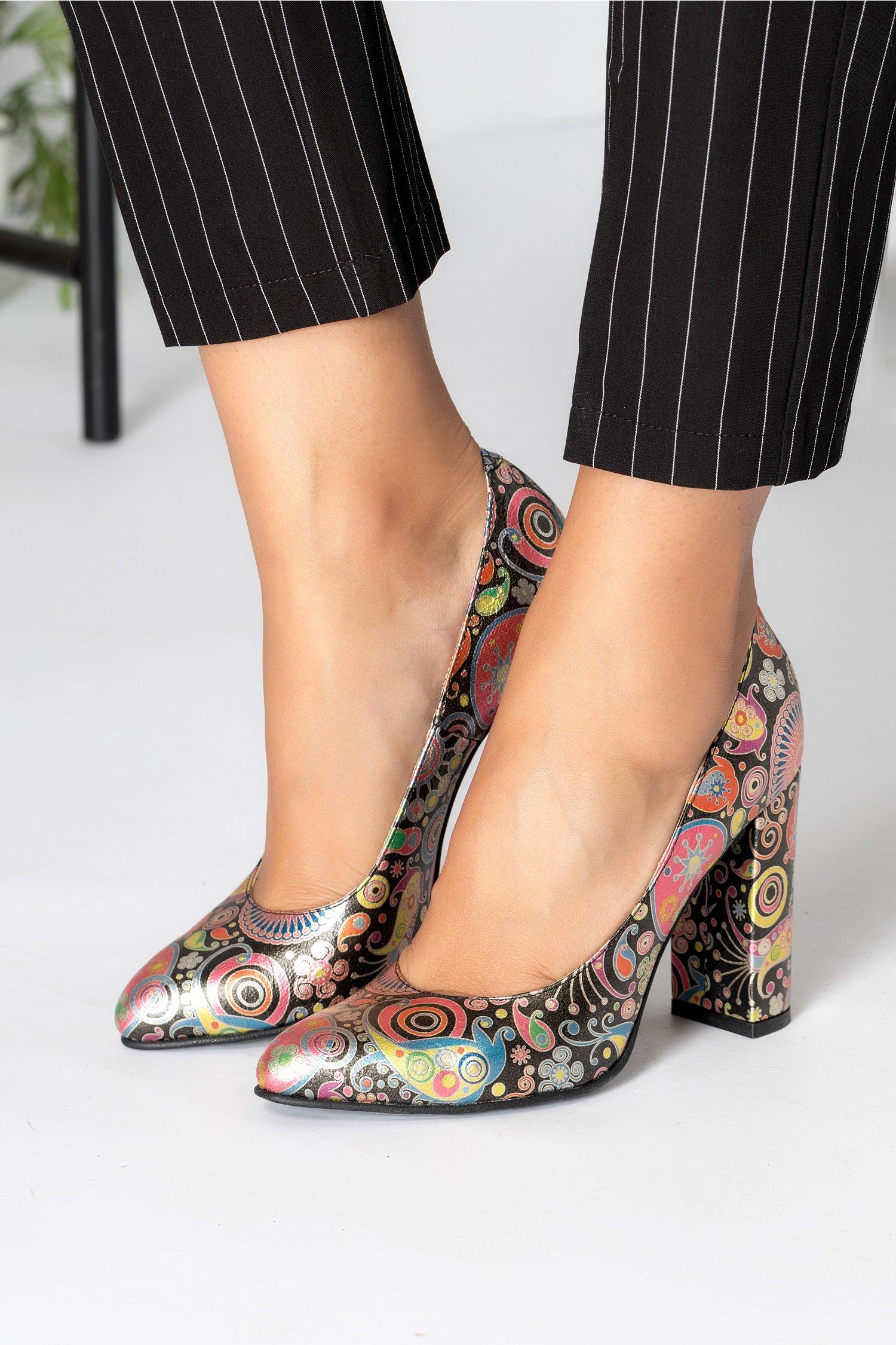 Pantofi dama negri cu imprimeuri abstracte colorate imagine