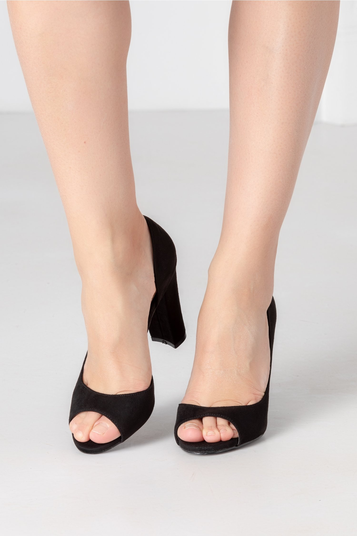 Pantofi dama negri decupati