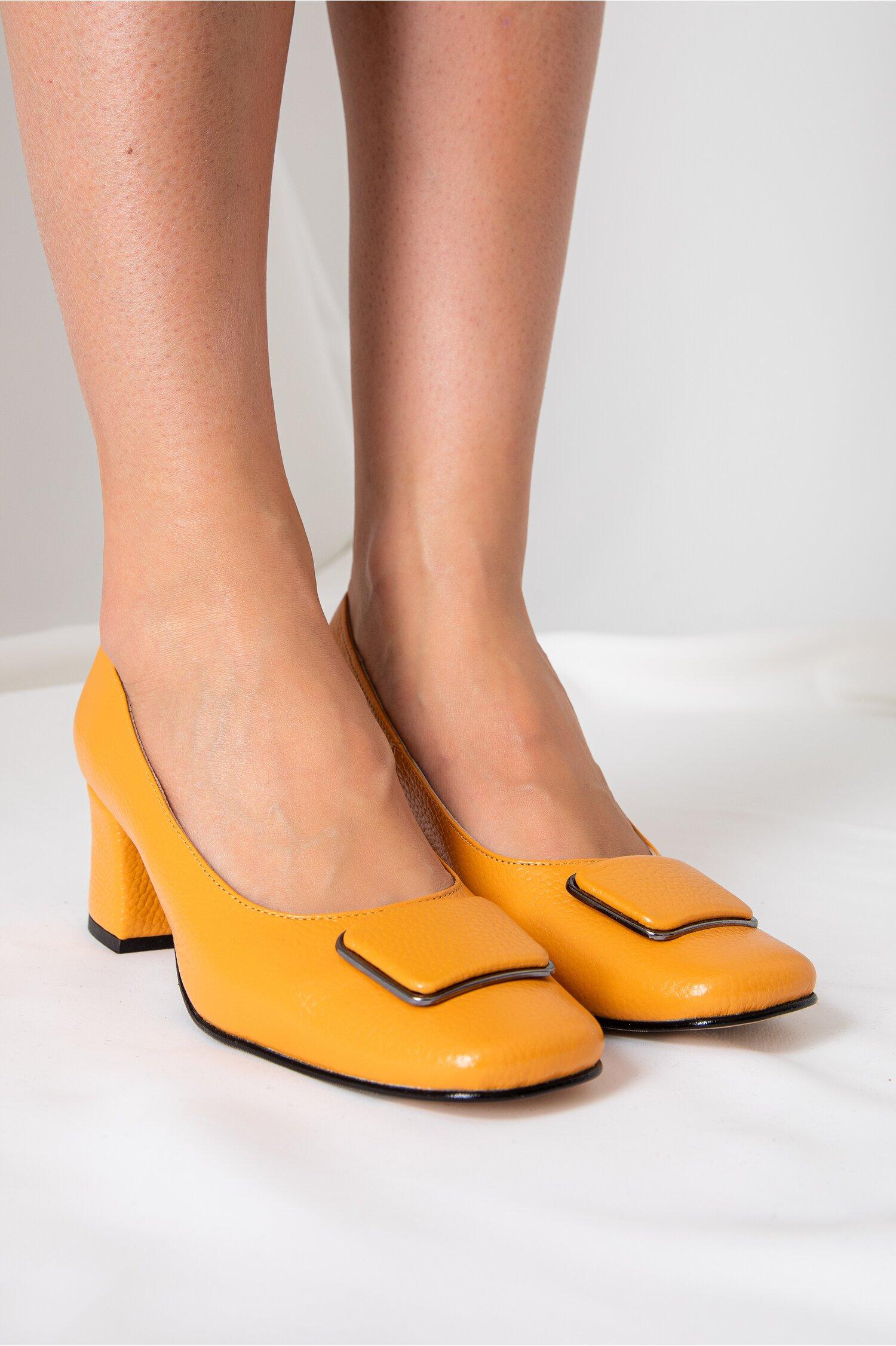 Pantofi Daria galben mustar cu aplicatie pe varf