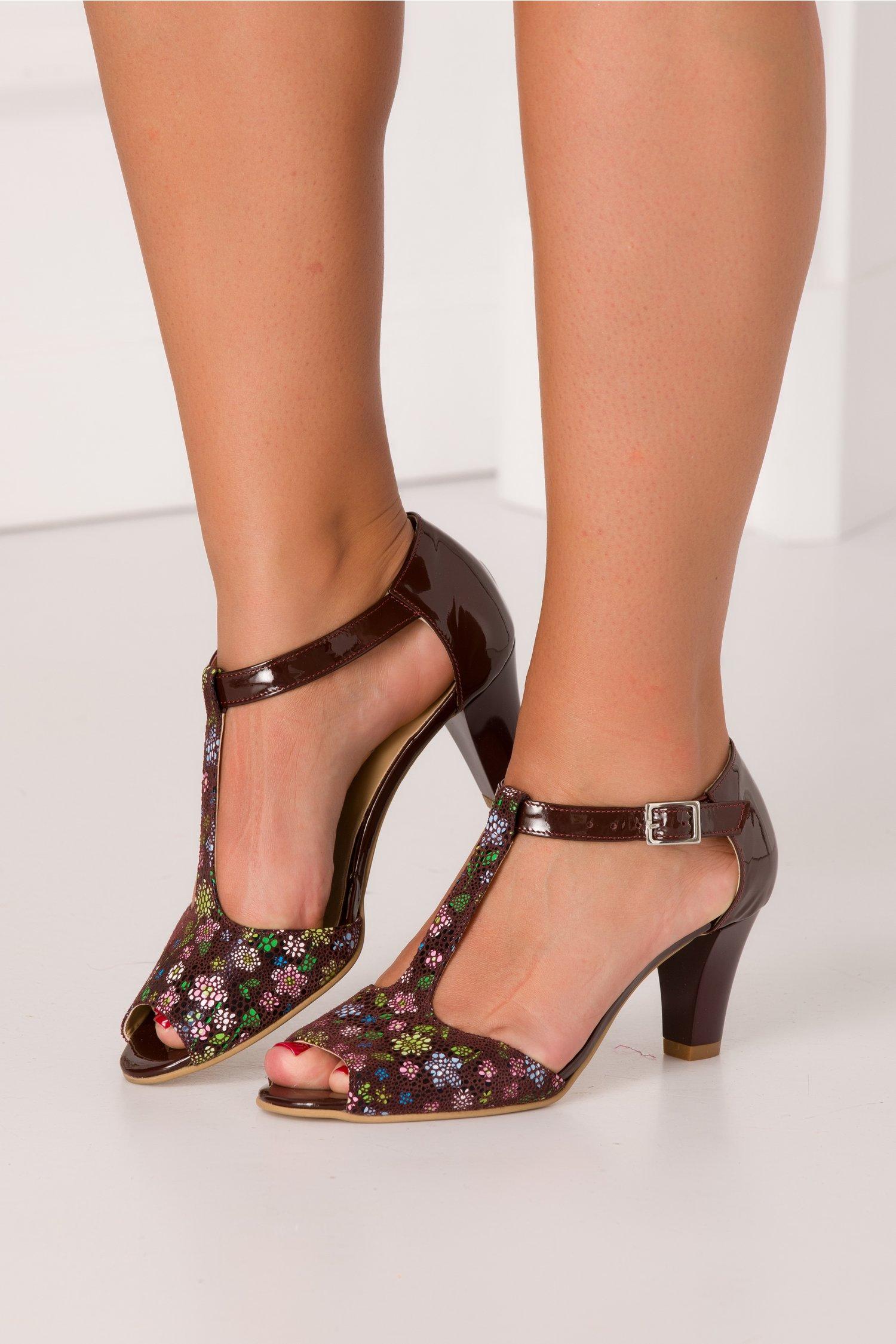 Pantofi de dama lacuiti maro cu imprimeuri florale