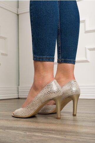 Pantofi decupati bej cu aplicatii argintii stralucitoare