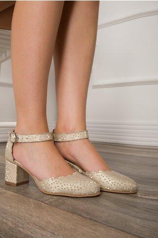 Pantofi decupati bej sidefat cu buline aurii