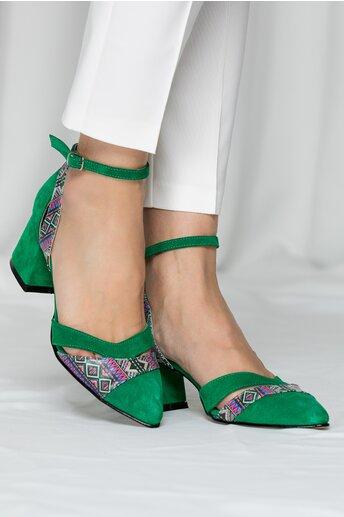 Pantofi decupati din piele intoarsa verde cu imprimeu geometric