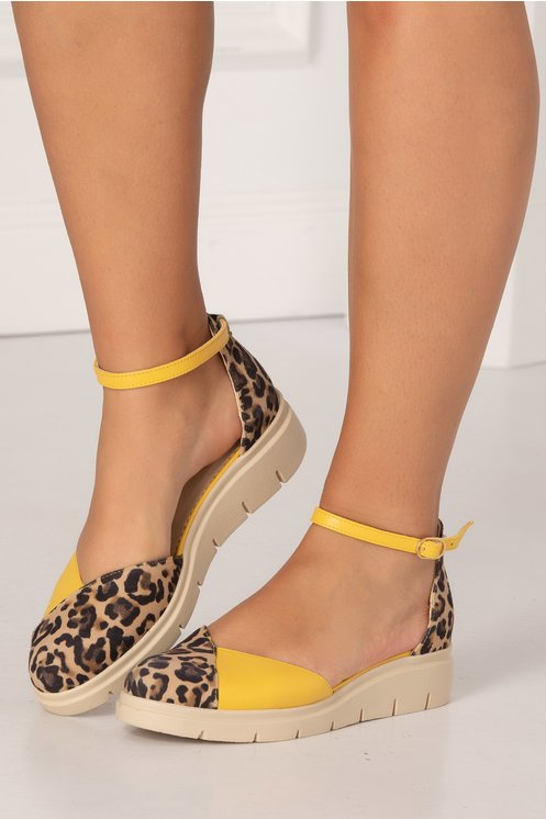 Pantofi decupati galbeni cu animal print