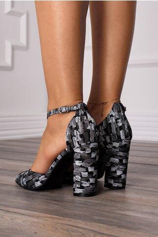 Pantofi decupati negri cu imprimeu in nuante de gri