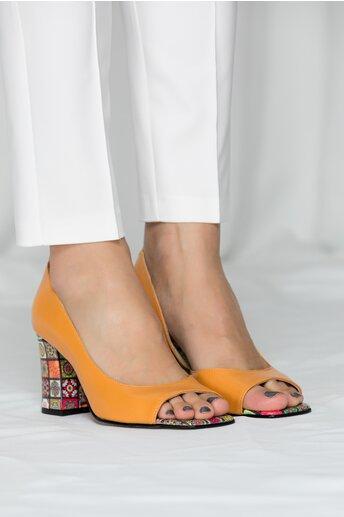 Pantofi decupati Renata galben mustar cu imprimeu divers pe toc