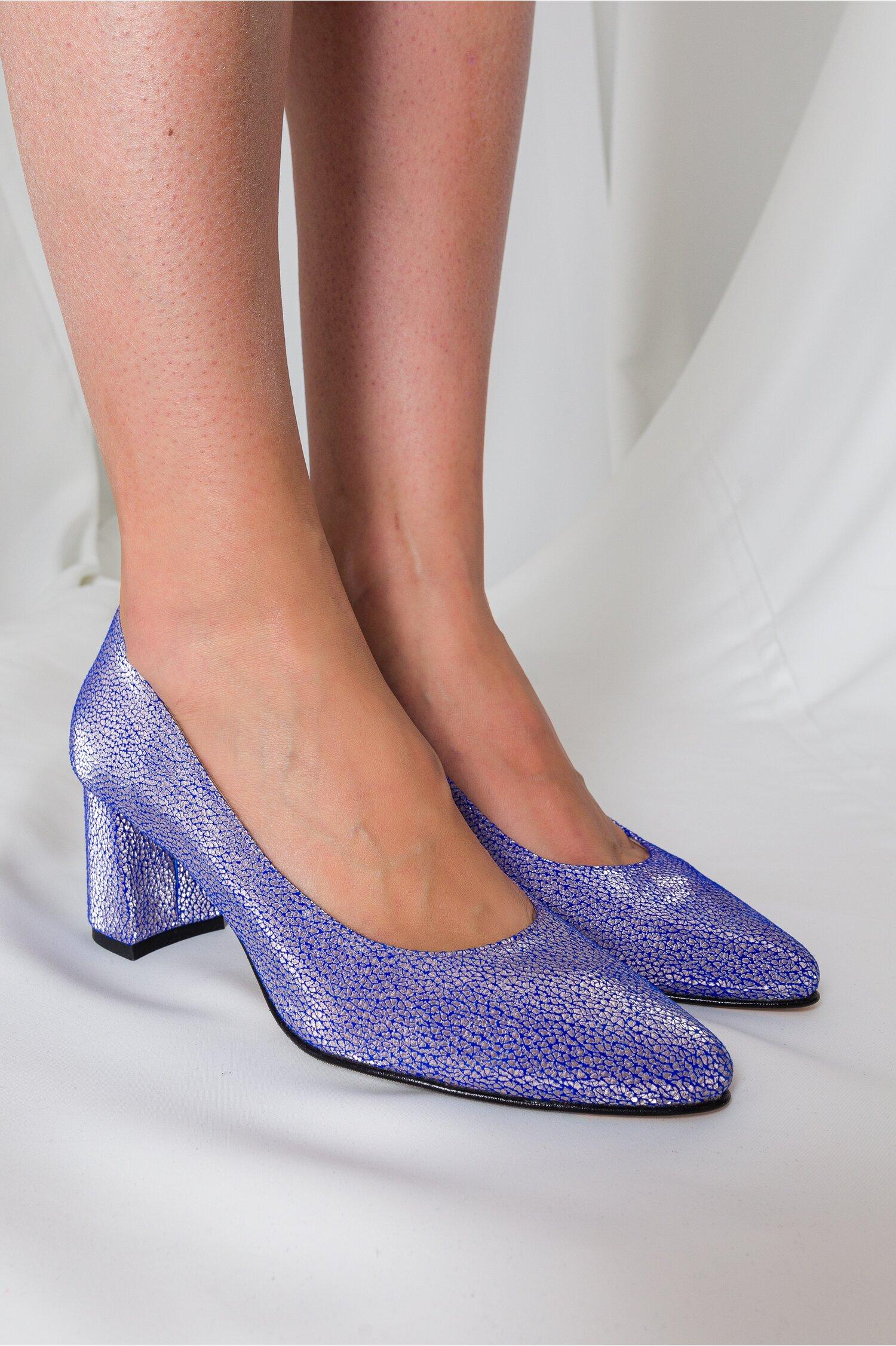 Pantofi Delia albastri cu insertii argintii