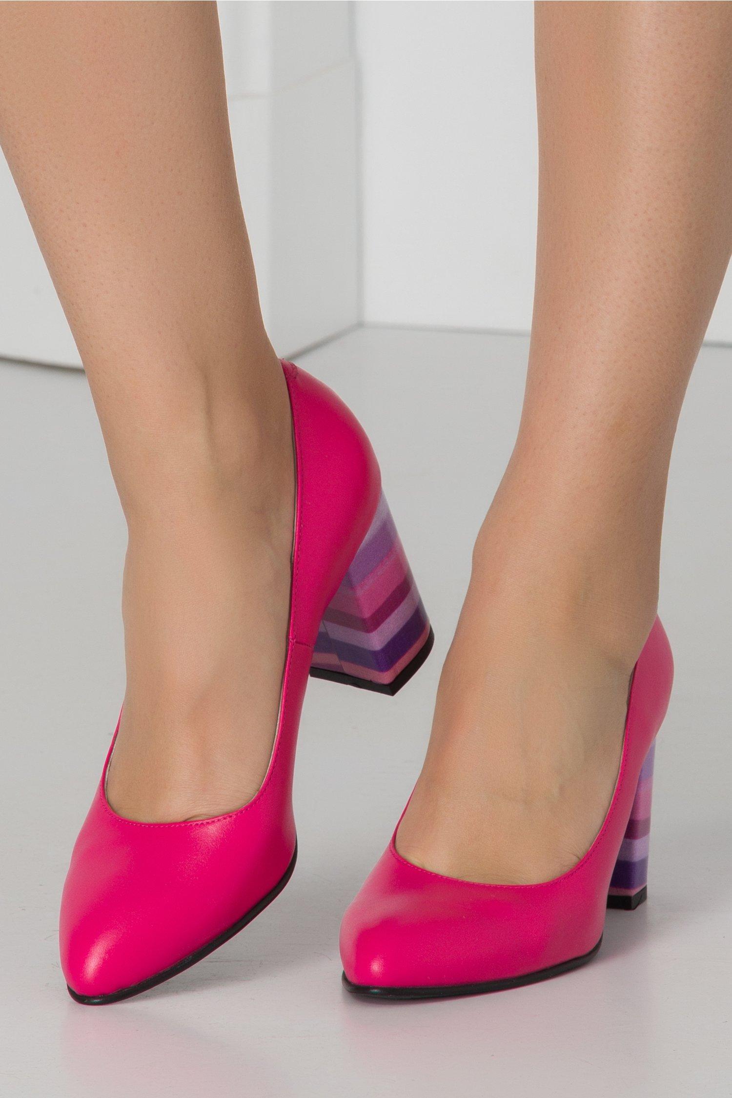 Pantofi Delia fucsia cu dungi pe toc
