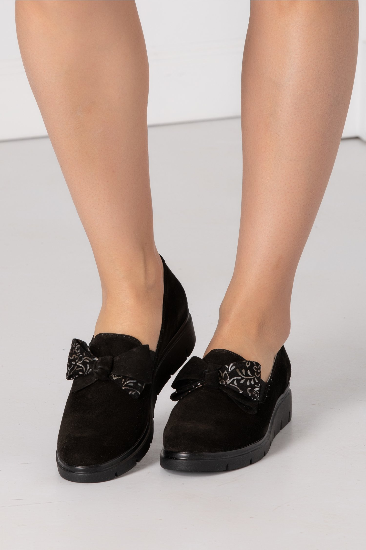 Pantofi Emma negri din piele intoarsa cu funda