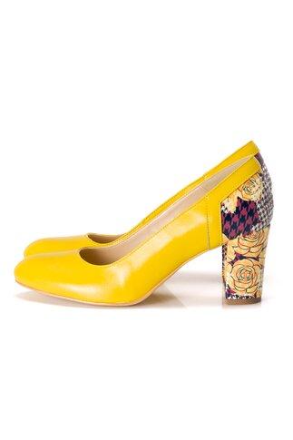 Pantofi galben cu imprimeu floral la spate si pe toc