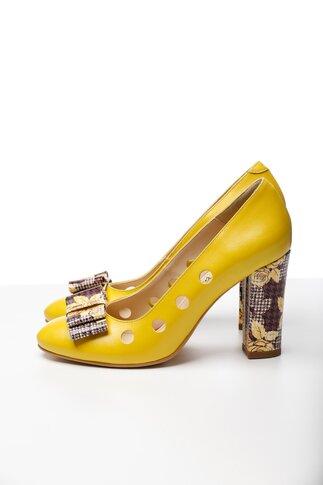 Pantofi galben cu perforatii si imprimeuri florale
