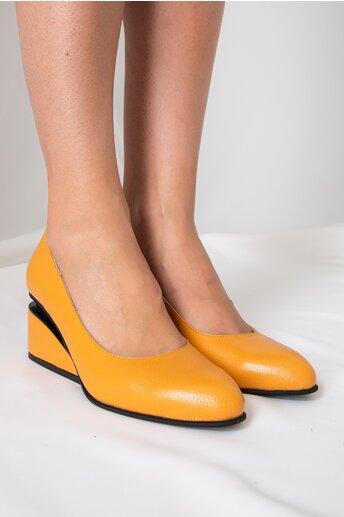 Pantofi galben mustar cu toc futurist din piele naturala