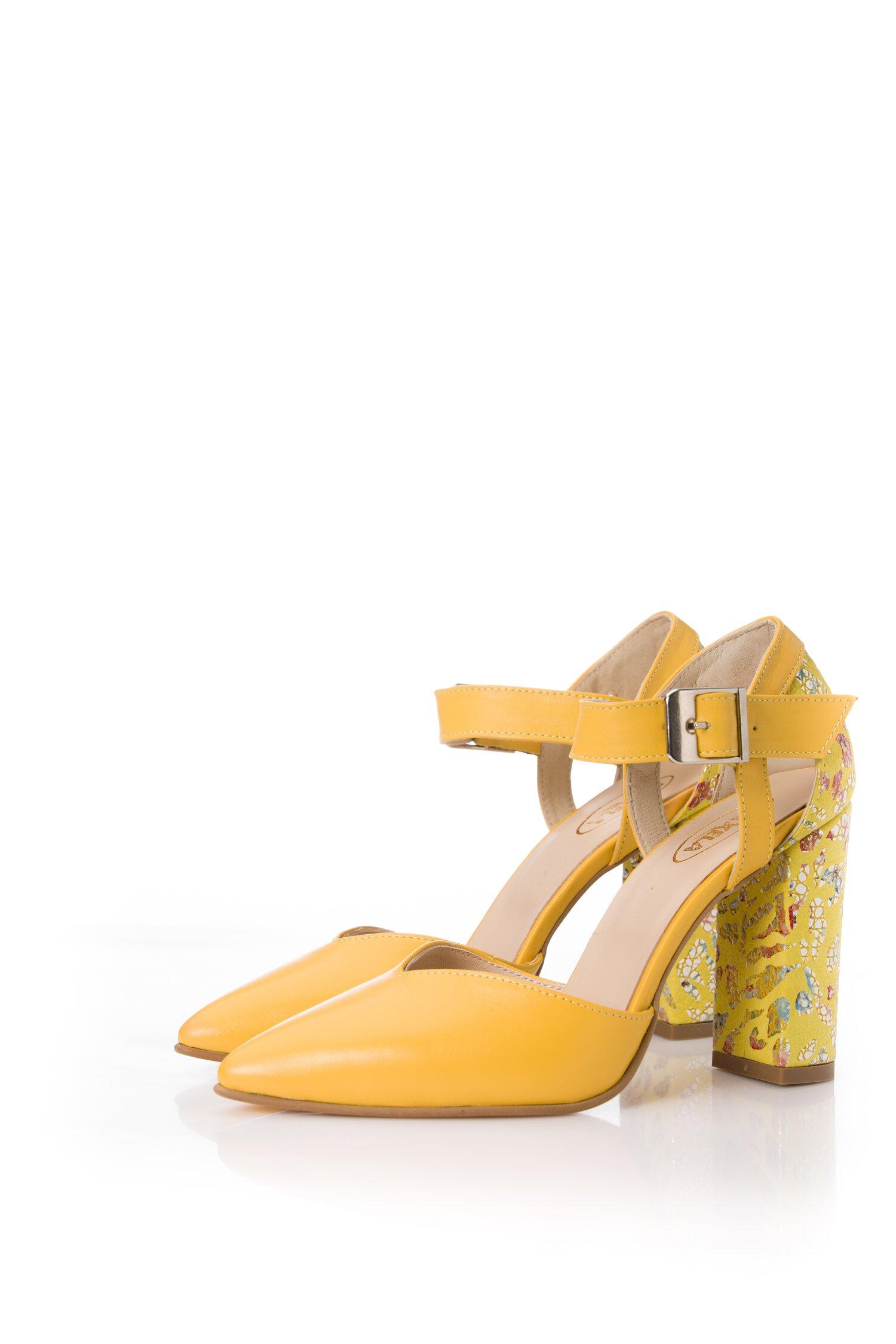 Pantofi galbeni din piele naturala cu imprimeu colorat pe toc imagine