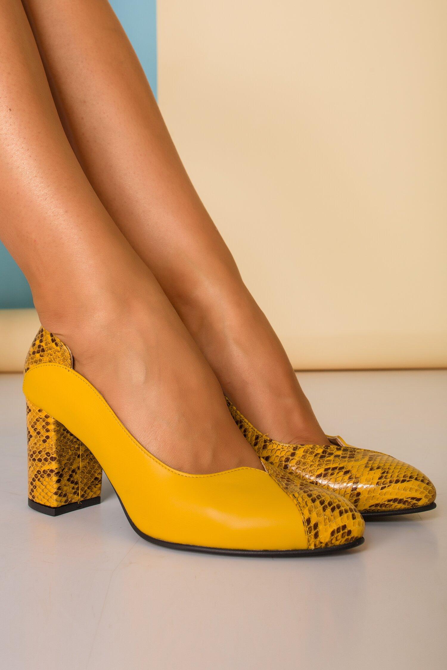 Pantofi Greenary galbeni din piele cu imprimeuri tip snake