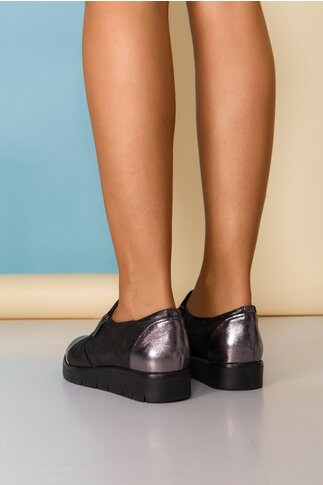 Pantofi gri cu varful argintiu si inchidere cu fermoar