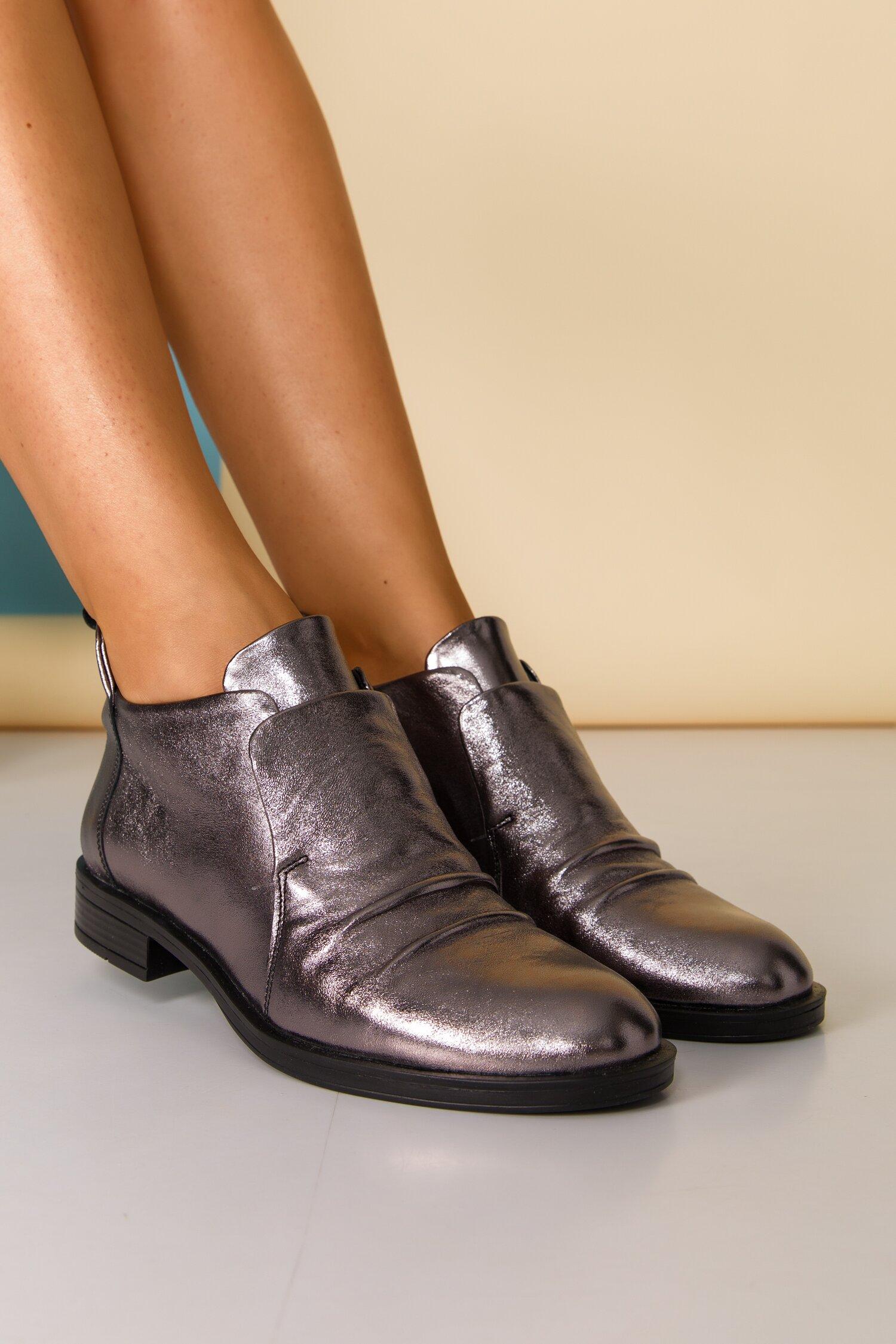 Pantofi gri metalizat cu design deosebit cu limba dubla imagine