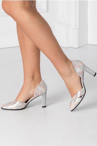 Pantofi gri sidefat cu imprimeuri roz