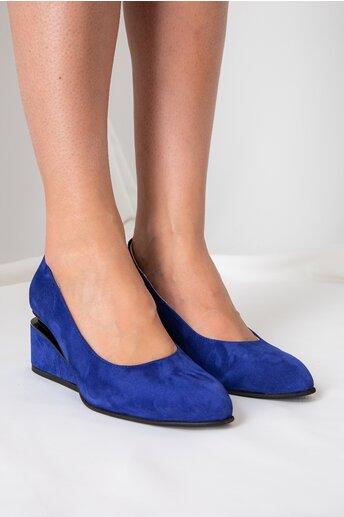 Pantofi indigo cu toc futurist din piele intoarsa