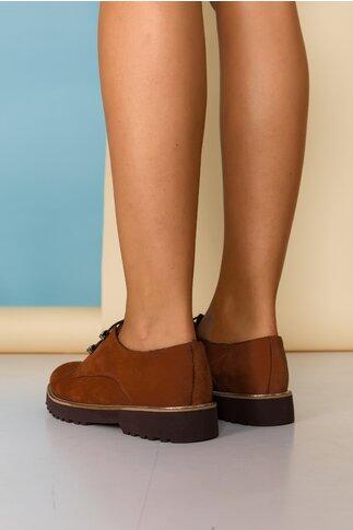 Pantofi Lara maro cu detalii argintii pe talpa si inchidere cu sireturi