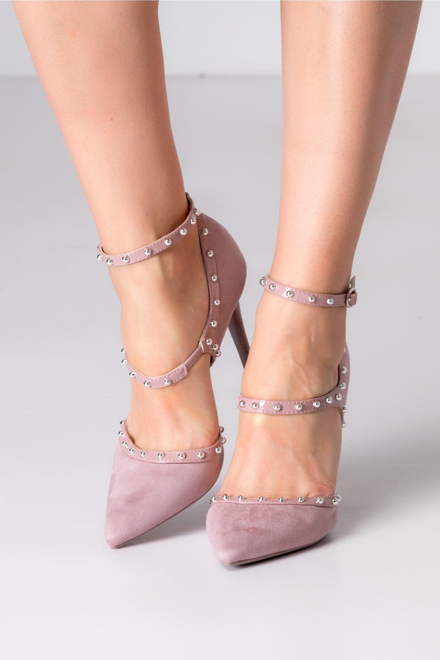 Pantofi lila cu bareta si aplicatii metalice