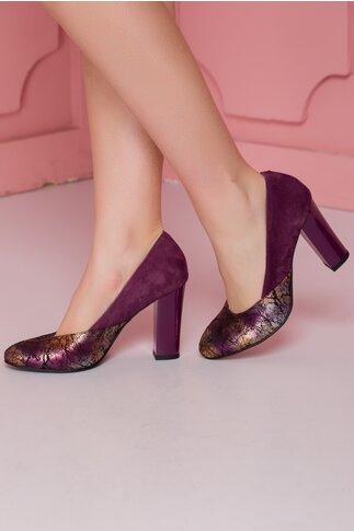 Pantofi mov cu imprimeu metalizat pe varf si toc lacuit