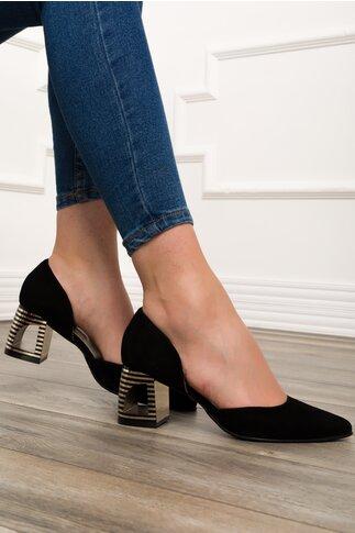 Pantofi negri cu decupaj in toc